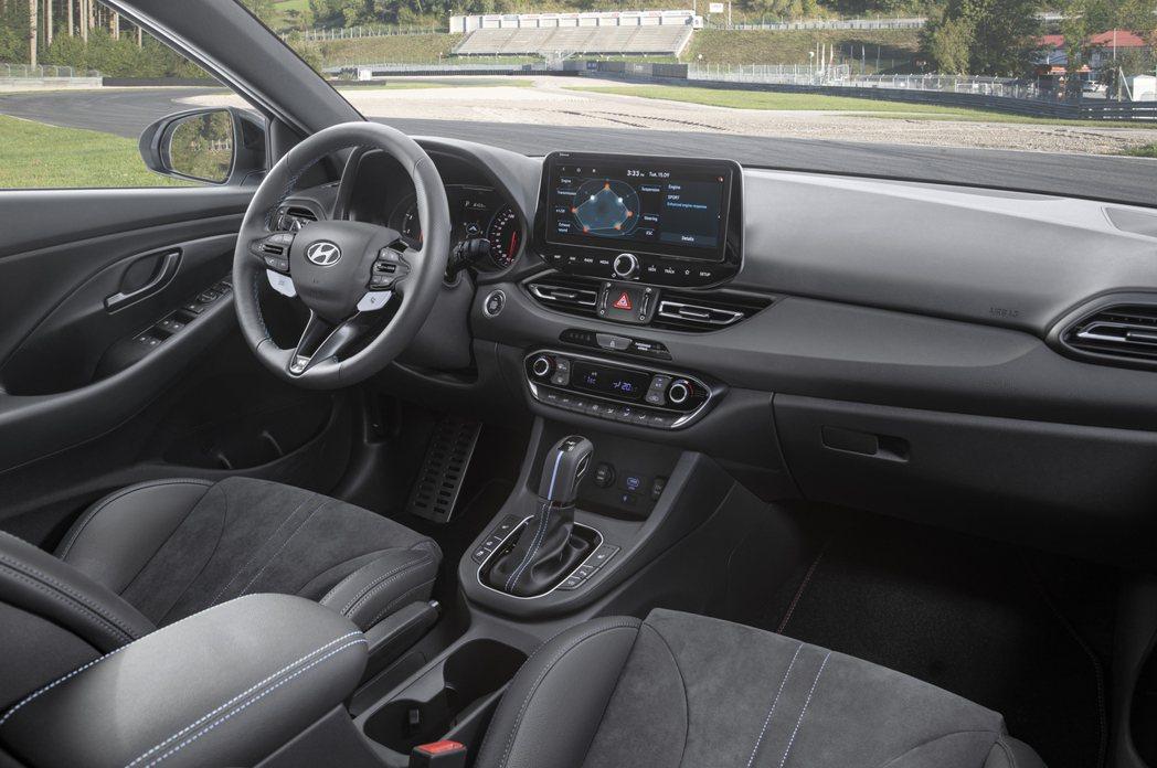 小改款Hyundai i30 N中控台改放置一具尺寸加大、10.25吋的中控螢幕...