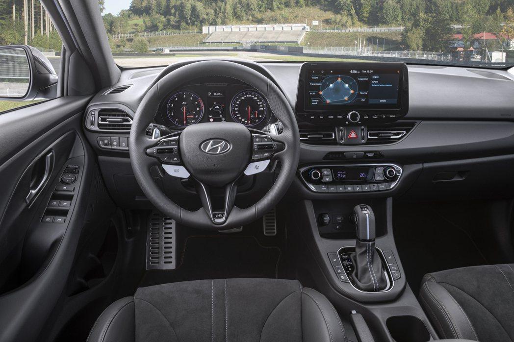 小改款Hyundai i30 N導入了最新的Hyundai SmartStrea...