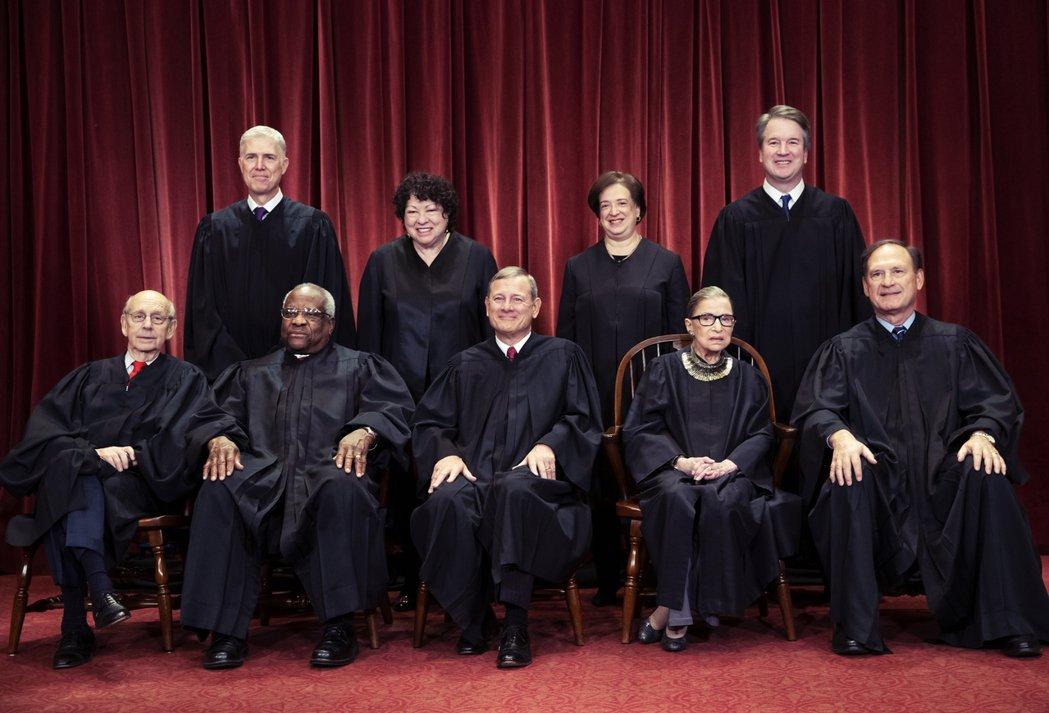 金斯伯格去世前,保守派與自由派大法官的人數是5比4。保守派有老布希任命的湯瑪斯(...