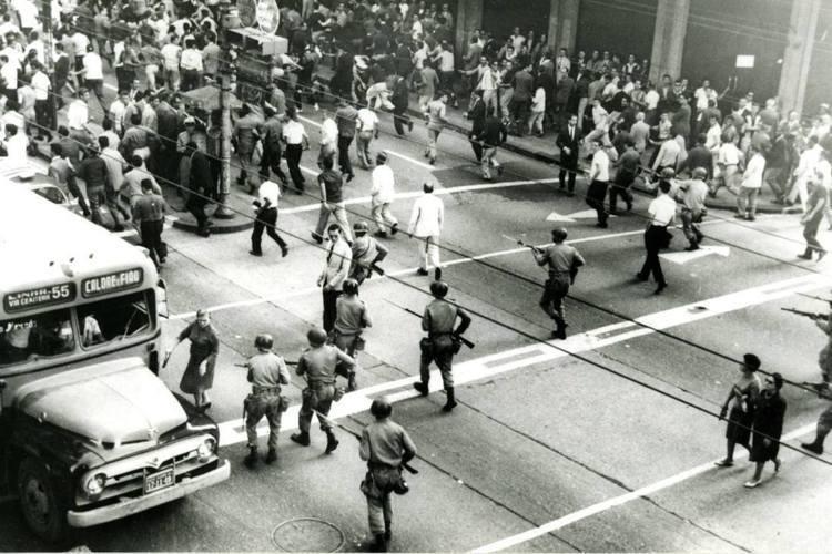 1964年的巴西軍事政變,讓國家自此踏入長達21年的獨裁恐怖時期。這段黑暗年代,...