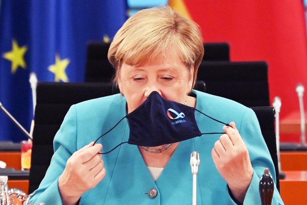 是要積極和將在2022年尋求連任的「歐洲改革派」法國總統馬克宏合作,走「歐盟路線...