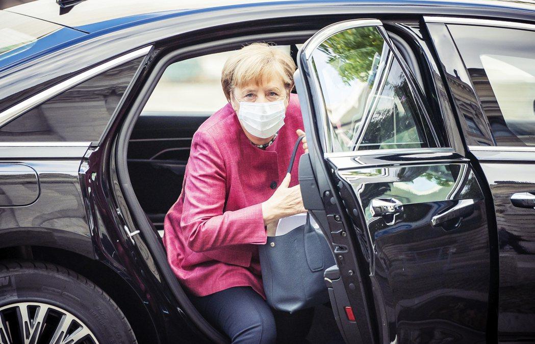 梅克爾與她平衡多方利益、忠於德國但許多時候並非歐盟導向的外交路線,似乎也將一同邁...