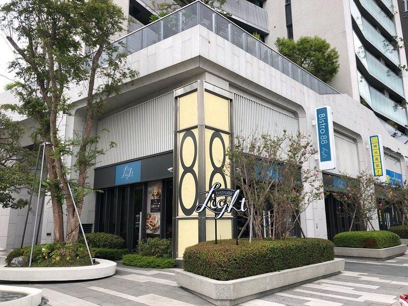 崇德路商區已成為台中市美食一級戰區,Bistro 88 Light崇德店外觀。 ...