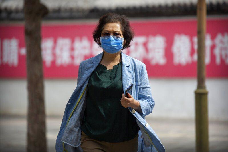 2澳洲學者日前被中國政府禁止入境。圖為中國行人。 圖/美聯社