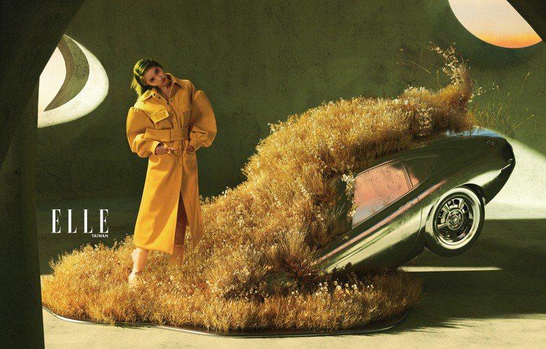 黃色澎袖大衣、粉色高跟鞋(BOTH BY FENDI)