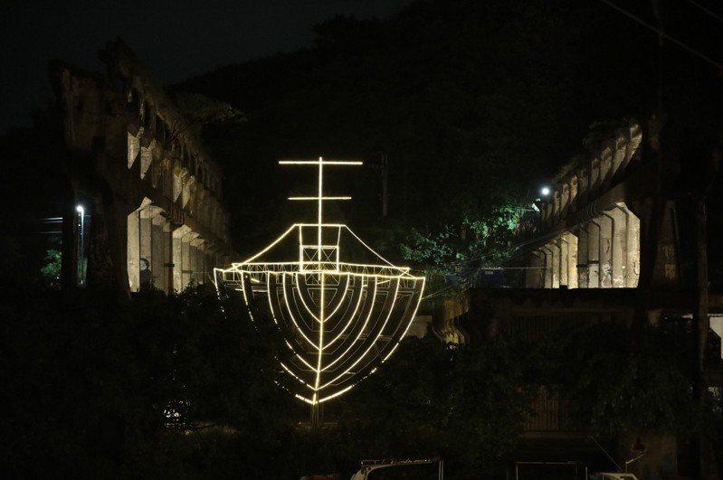 基隆潮藝術光雕「阿根納的船」點燈,15件裝置藝術上場。圖/基隆市政府提供