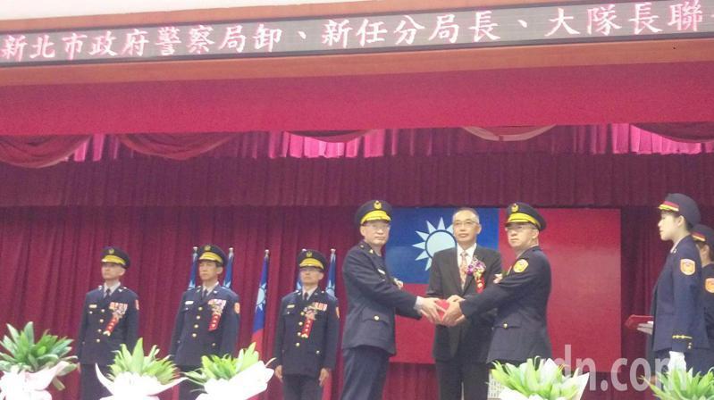新北市警局今天舉行10位卸、新分局長、大隊長交接儀式。記者王長鼎/攝影