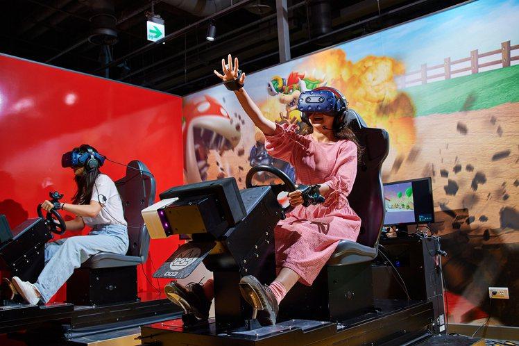 民眾體驗全台獨家VR ZONE遊戲。圖/宏匯廣場提供