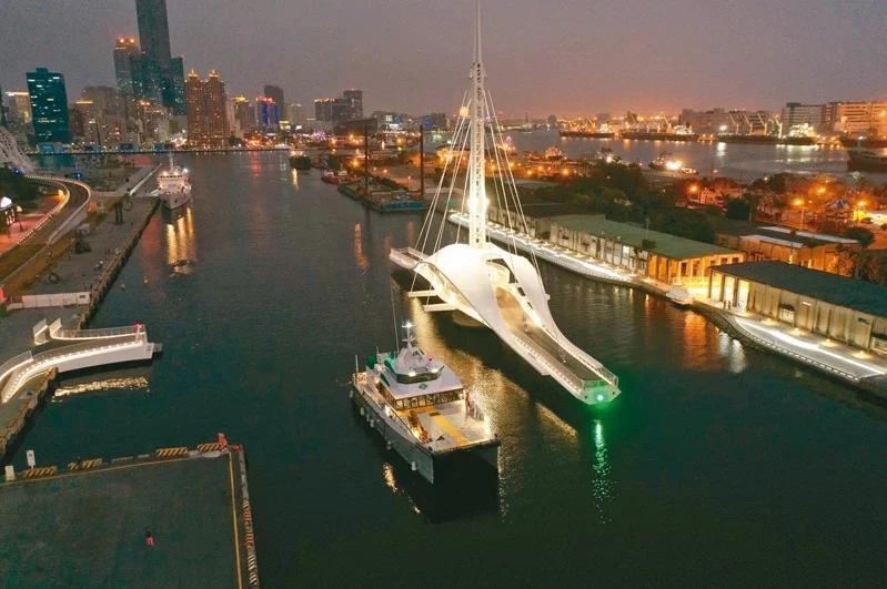高雄港大港橋今年7月啟用,高雄市長陳其邁今表示選擇大港橋舉辦跨年晚會。圖/聯合報系資料照片