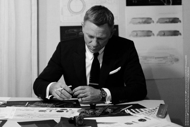 Daniel Craig除了演出最新一集007電影,並再度配戴上OMEGA海馬3...