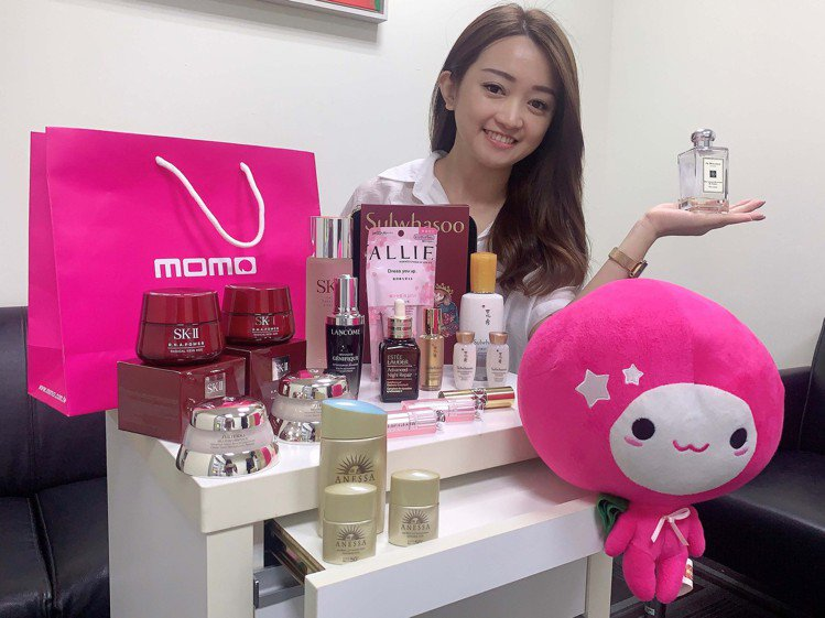 momo購物網9月29日推出「專櫃美妝超級周年慶」一日限定超殺3折起活動。圖/m...