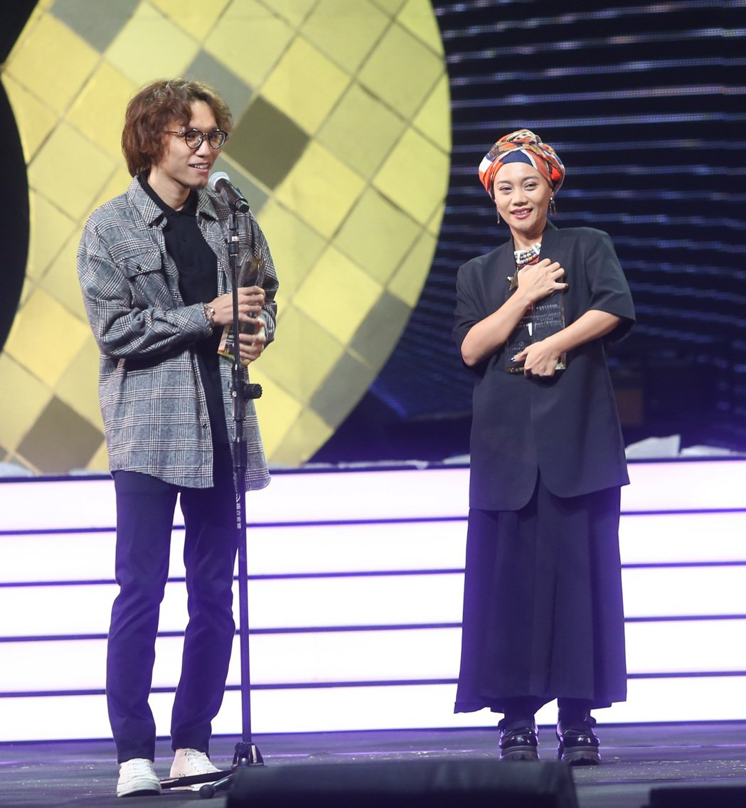 阿爆(右)拿下十大專輯與單曲雙料,入圍金曲獎8項,來勢洶洶。記者曾吉松/攝影