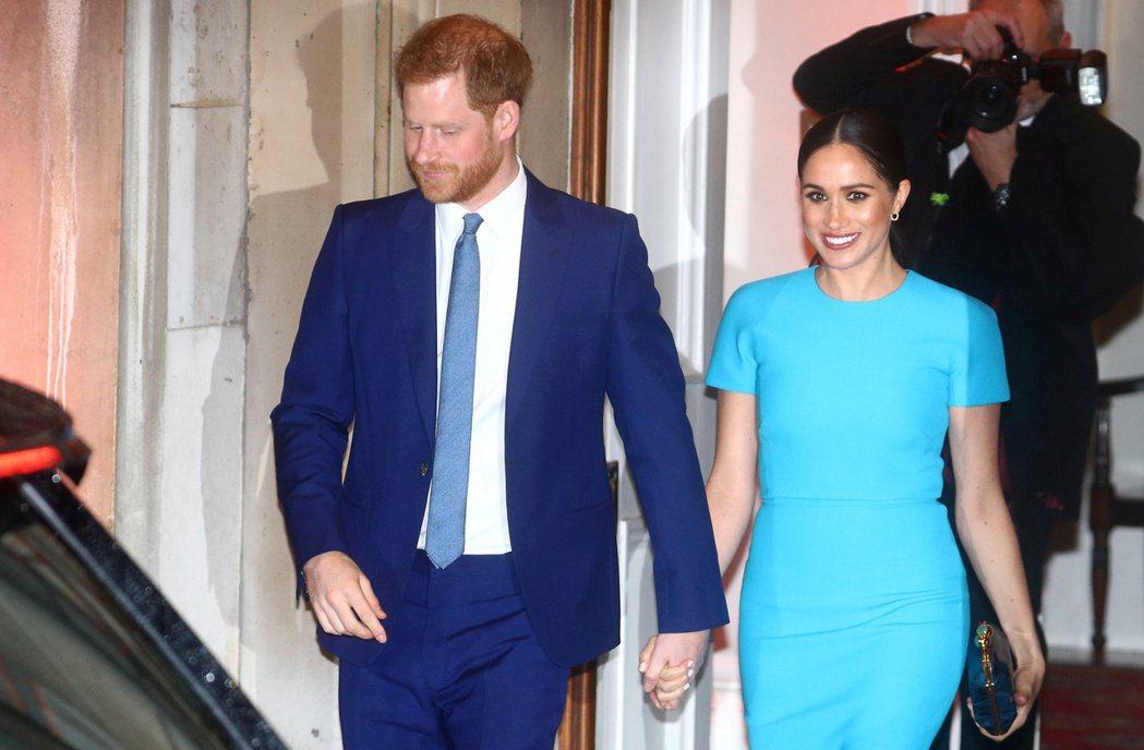 哈利與梅根離開英國皇室自力更生,引發不少爭議。圖/路透資料照片