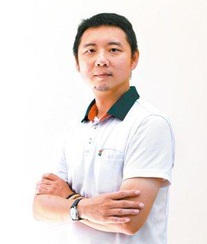信義房屋高雄鼓山龍德店一級業務林柏村。記者劉學聖/攝影