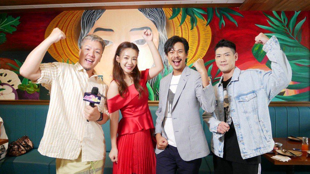 李又汝(左二起)、孫綻接受「娛樂超skr」節目主持阿甘(左)、小路訪問。圖/民視