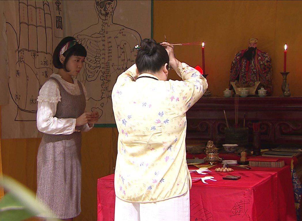 林雨宣在「生生世世」中因對感情執著,走宮廟尋求協助。圖/台視提供