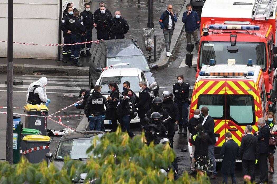 法國巴黎廿五日發生兩名兇嫌持刀砍人案件,已知四傷,地點竟在二○一五年「查理周刊」...