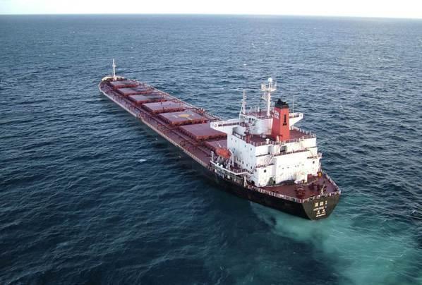 大陸鐵礦砂進口需求強勁,可望推升散裝船運價。(路透)