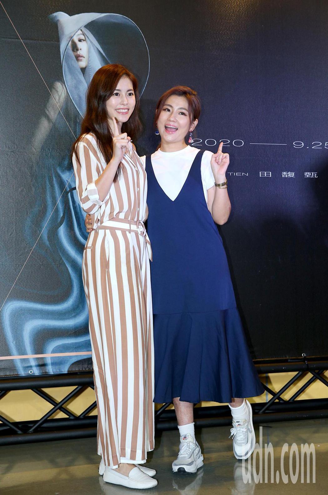 田馥甄「一一」巡迴演唱會,Selina任家萱(右)與妹妹任容萱(左)到場力挺。記...