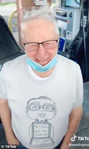 89歲紐威在披薩店擔任外送員,每周工作30小時。(取自英國每日郵報)