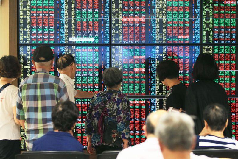 勞退新制基金多年來投資標的都是鎖定權值股,目前已是上百家上市公司前十大股東,因此長期獲利不少。 圖/聯合報系資料照片