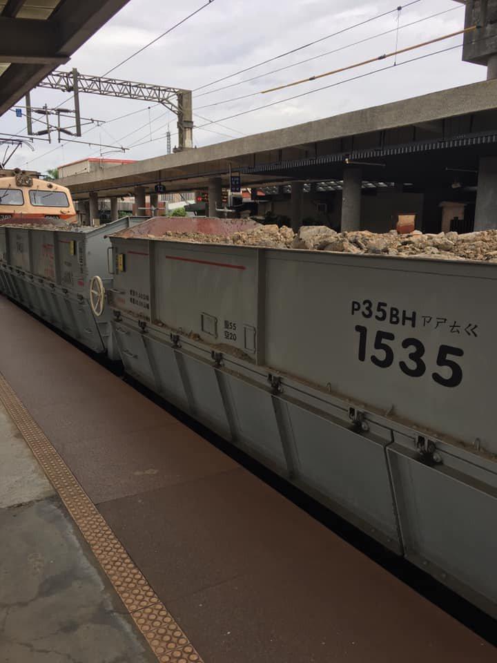 貨運列車上的神秘注音符號,其實是台鐵自創的國音電碼。圖擷自facebook