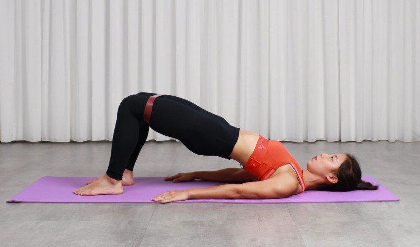 「橋式」適合容易跌倒、需訓練臀肌,減緩膝蓋壓力的人。 記者陳軍杉/攝影