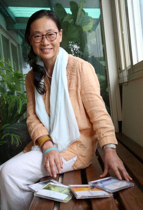郭懷慈是語音引導音樂冥想專家,透過音樂帶領學員冥想放鬆。 記者胡經周/攝影