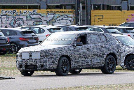 真的湊足八台休旅了 全新BMW X8偽裝車首度捕獲!