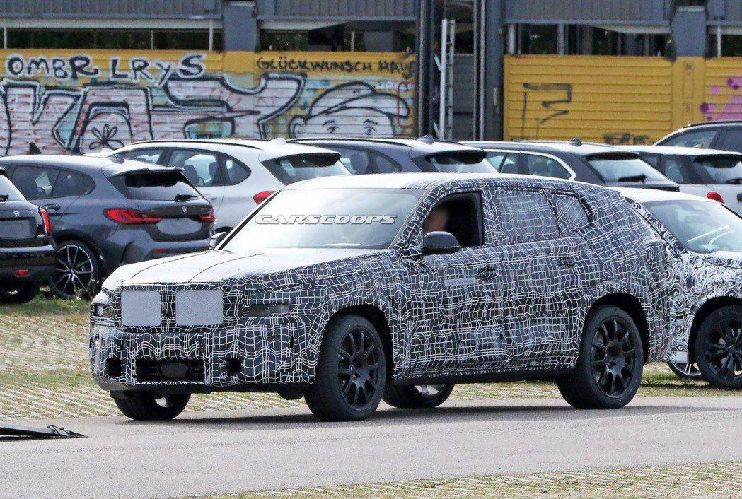 全新BMW X8的偽裝車出現後,證明他真的不只是傳言! 摘自Carscoops