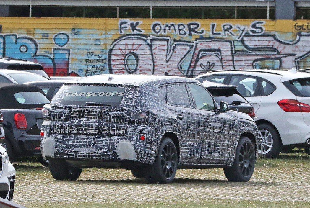 全新BMW X8偽裝車首度捕獲。 摘自Carscoops