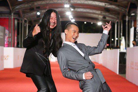 「浩角翔起」的浩子和亂彈阿翔從去年起一同主持公視台語音樂節目「台灣金頌」,搖滾、綜藝不同調性的兩人,卻在舞台上磨出新鮮味,除兩人入圍本屆「綜藝節目主持人獎」,「台灣金頌」另外也入圍「綜藝節目獎」、「...