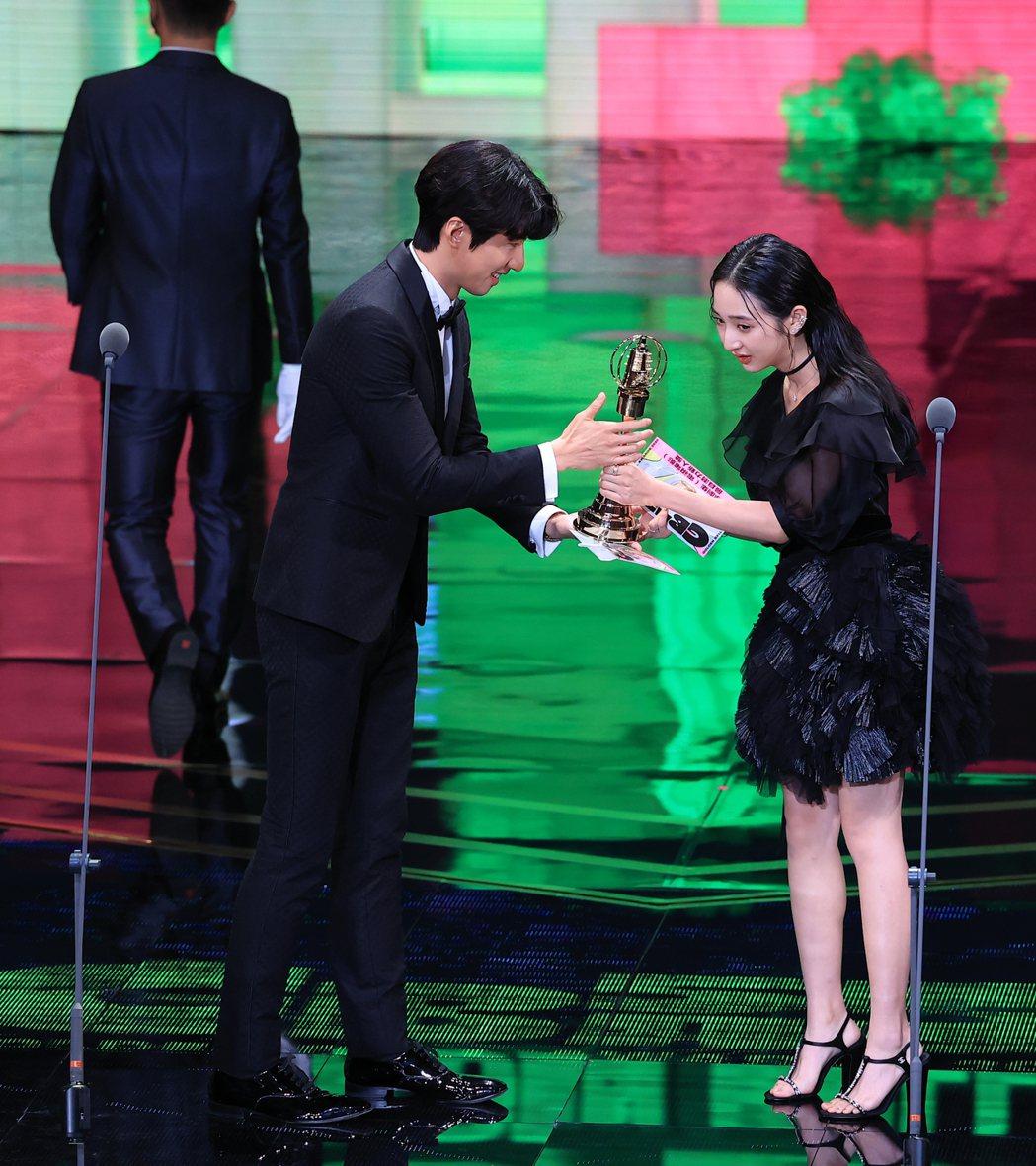 第55屆金鐘獎頒獎典禮在國父紀念館舉行,戲劇節目最具潛力新人獎由李沐以「誰是被害...