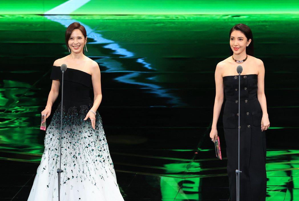 第55屆金鐘獎頒獎典禮在國父紀念館舉行,楊謹華(右)與天心(左)好姐妹兩人一同擔...