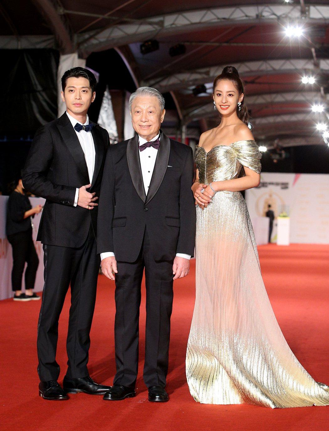 第55屆金鐘獎頒獎典禮在國父紀念館舉行,侯彥西(左)、林義雄(中)、莫允雯(右)...
