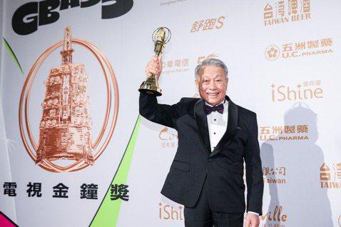 今年金鐘終身貢獻獎由85歲的資深藝人林義雄,和已逝的小鳳仙獲得。林義雄20歲出道,從影65年,至今拍過數百部電視劇,從阿爸演到阿公,他上台領獎時感謝這一路上幫忙他的貴人,有很多都已經不在了,「以前提...