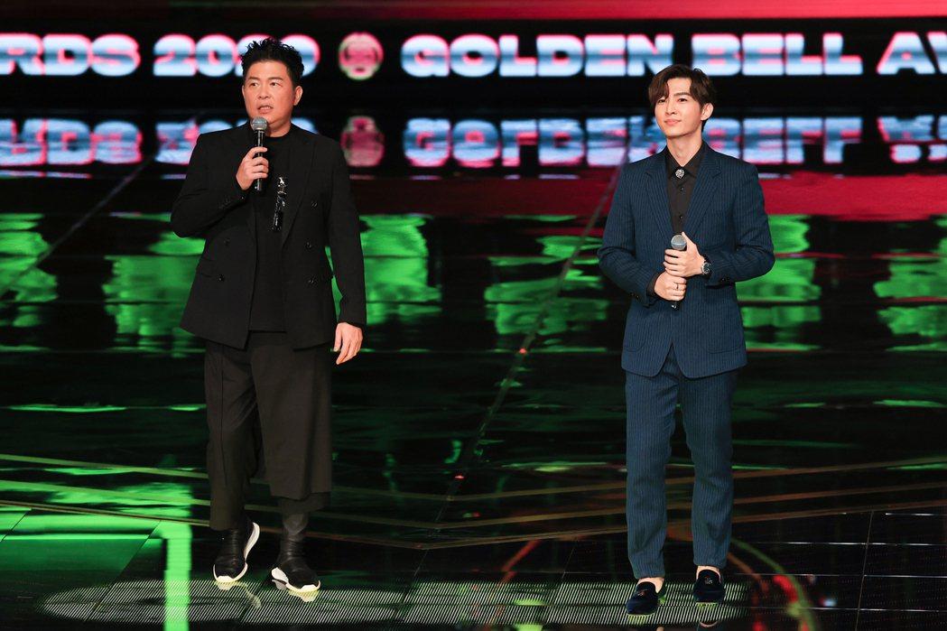 第55屆金鐘獎頒獎典禮在國父紀念館舉行,曾國城(左)、炎亞綸(右)擔任主持人。記...