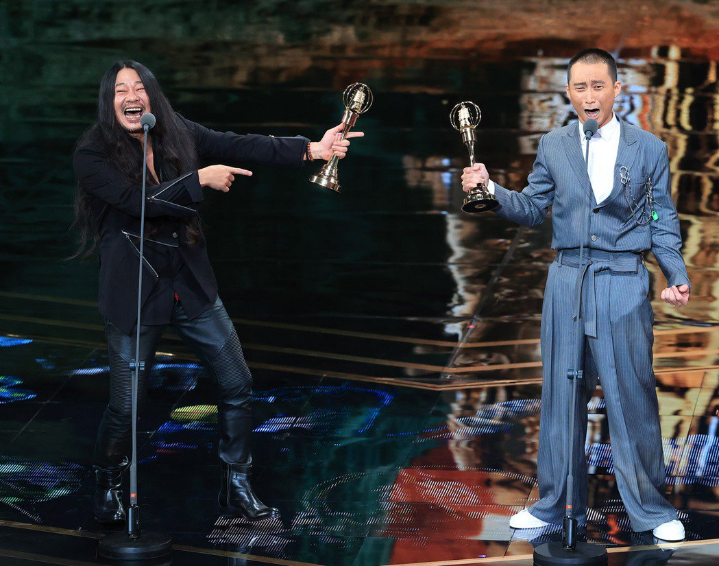 第55屆金鐘獎頒獎典禮在國父紀念館舉行,綜藝節目主持人獎由浩子、乱彈阿翔獲得。記...