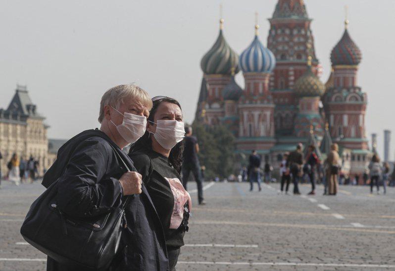 俄羅斯今天通報新增7867人確診,是6月20日以來的新高紀錄。圖/歐新社