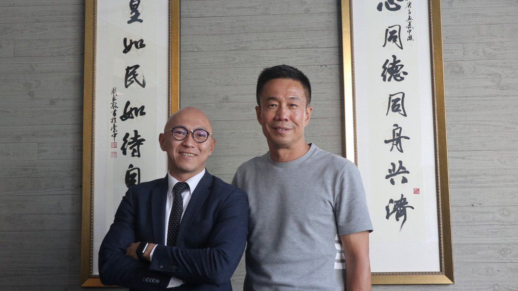 与玥樓總經理賴宣勳(左)、星野集團創辦人曲聲揚(右)。記者陳葦庭/攝影