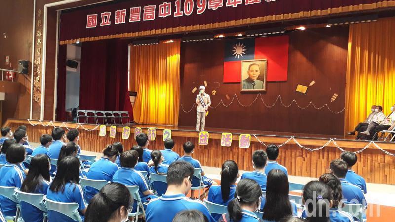 楊承翰回母校新豐高中演講。記者周宗禎/攝影