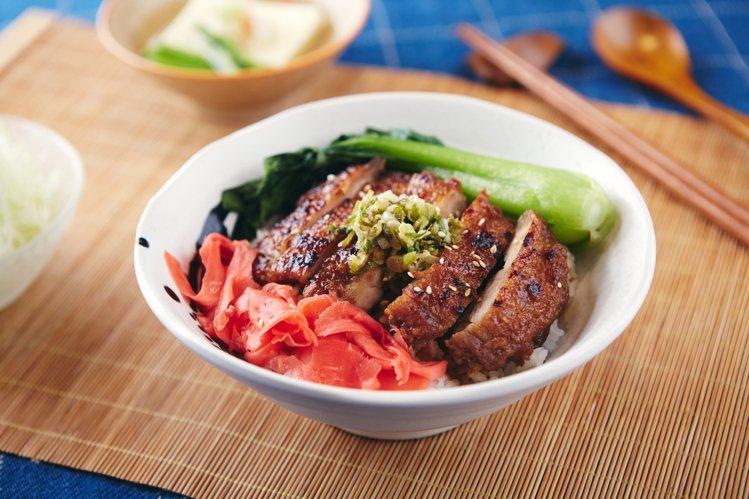油蔥照燒雞腿丼,港式燒臘飯元素的油蔥醬結合日式風格的照燒雞腿,250元。圖/Dr...