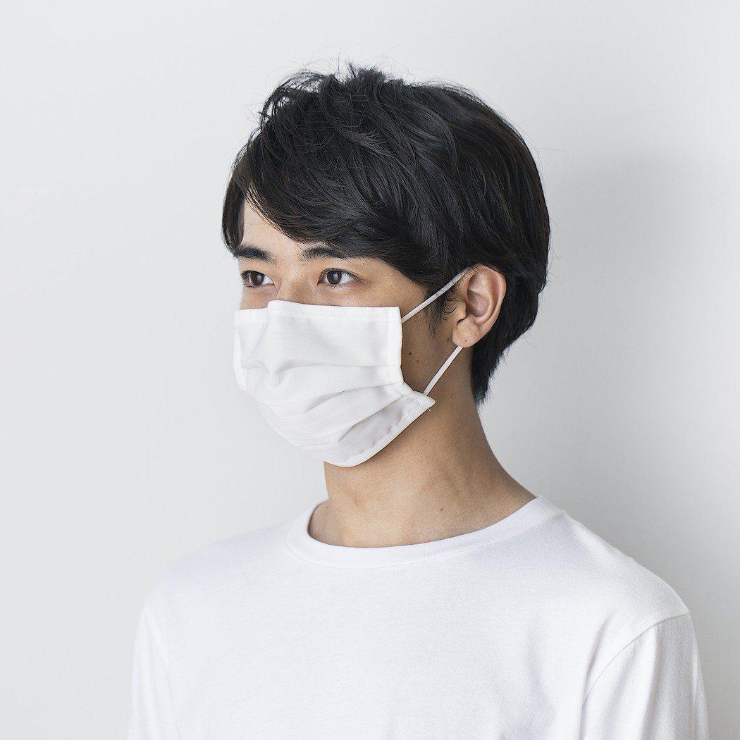無印良品「可重複使用三層口罩」,目前只有一種尺寸。圖/無印良品提供