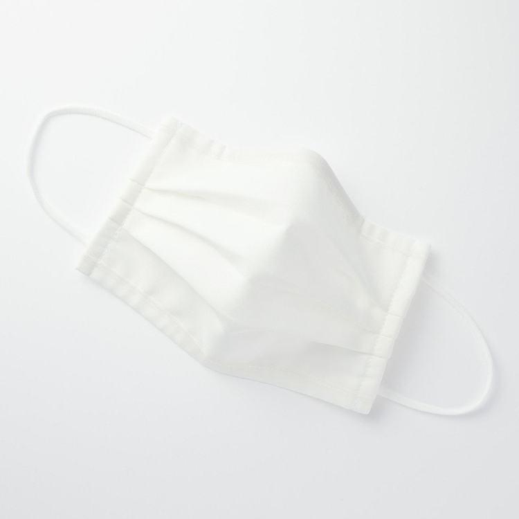 無印良品「可重複使用三層口罩」,口罩本體由100%棉製成。圖/無印良品提供