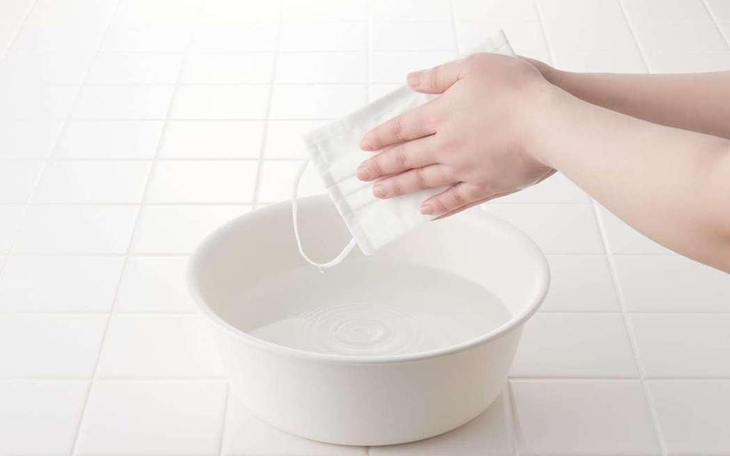 無印良品「可重複使用三層口罩」可透過水洗重複使用,一片可使用約30次。圖/無印良...