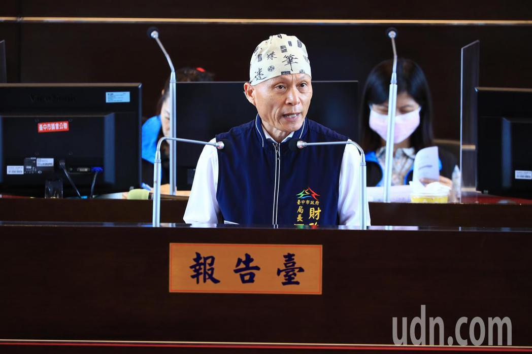 台中市財政局長羅仙法報告明年度預算編列情形。記者張明慧/攝影