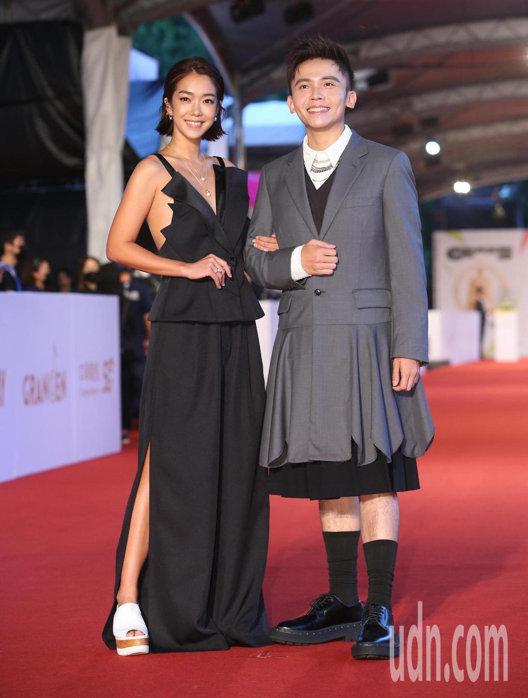 第55屆金鐘獎頒獎典禮由黃豪平(右)、大霈(左)主持。記者余承翰/攝影