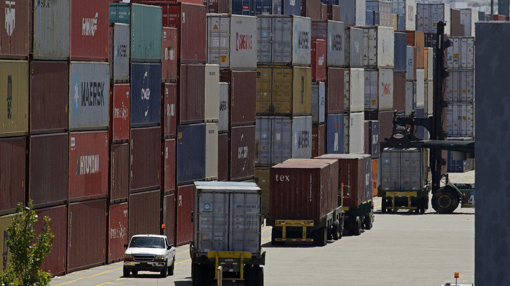 川普政府對中國大陸貨品加徵關稅的措施,現在被3,500家美國企業告上法院。 美聯...