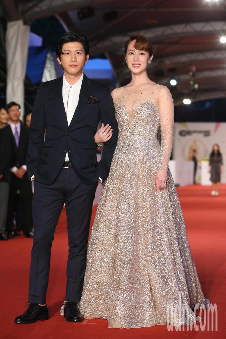 第55屆金鐘獎頒獎典禮在國父紀念館舉行,小薰(右)走星光大道。記者余承翰/攝影