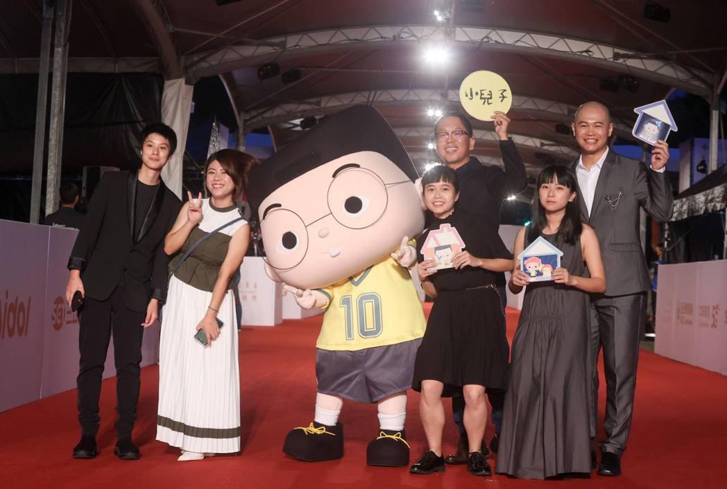 「小兒子」團隊走金鐘紅毯。圖/夢田文創提供